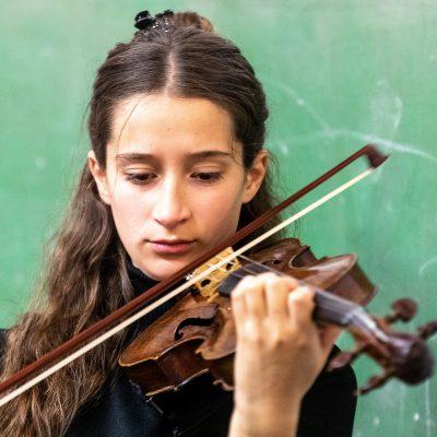 Sofia: Musik ist meine Droge und meine Geige ist ein Teil meines Körpers und meiner Seele geworden.